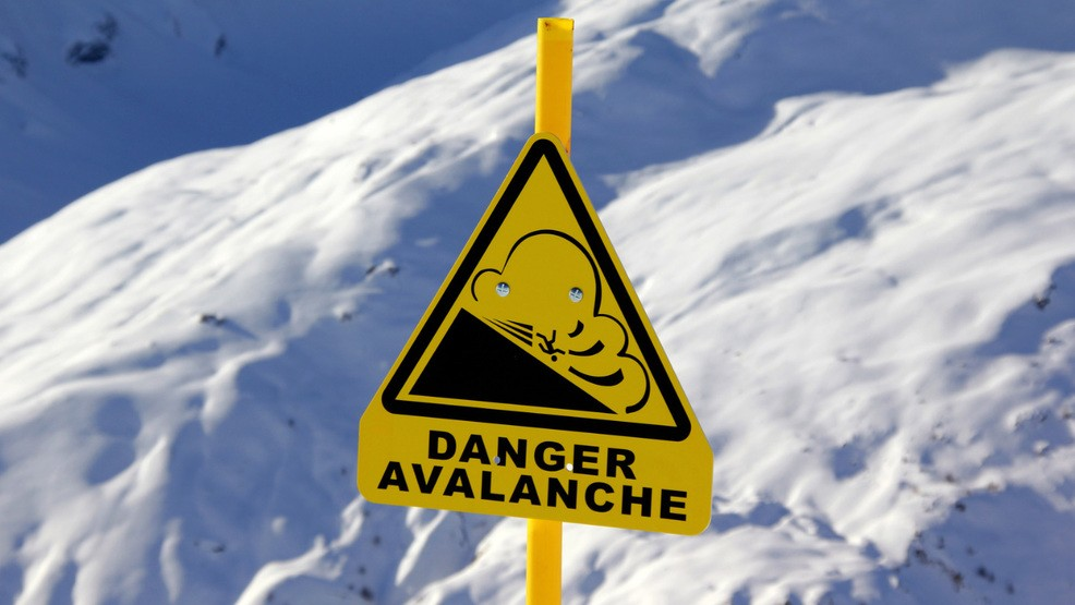 Avalanche closes section of Highway 21   KBOI