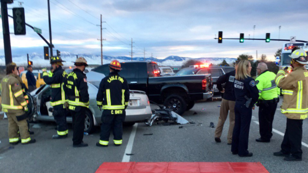 Four people seriously injured after crash on Highway 44 in Eagle   KBOI